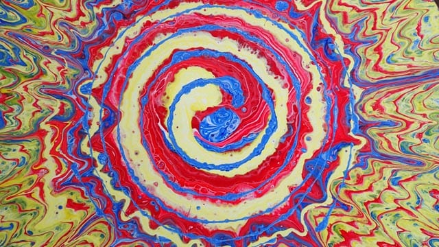 Acrylic pouring a spiral on a spinning LP vinyl record. Video shows you how to use primary colors for this bright spiral acrylic pour painting.
