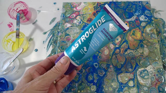 Testing out dimethicone oil in personal lubricants and how they can be used to make cells in acrylic pour paintings - video
