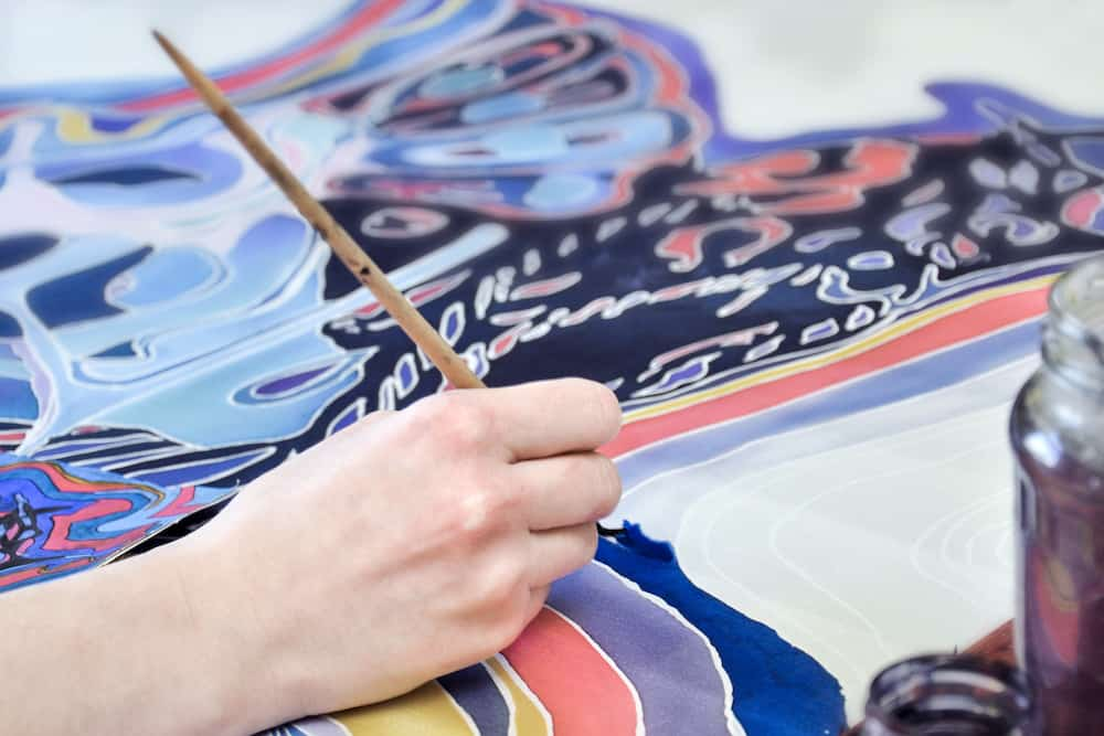 can you use acrylic paint on fabric